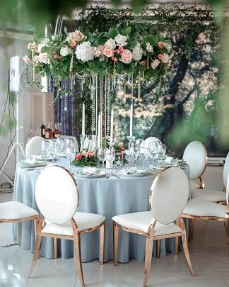 Нарядные свадебные стулья