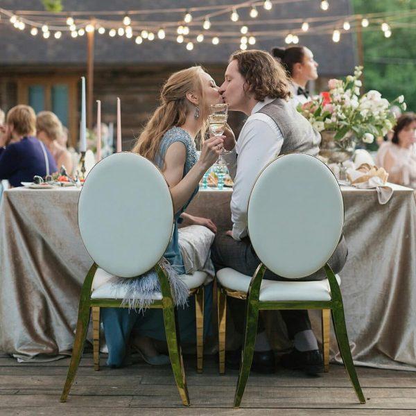 Стулья на свадьбу аренда